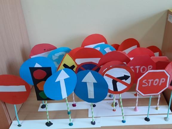 Obraz przedstawia Bezpieczeństwo drogowe w klasie 3a